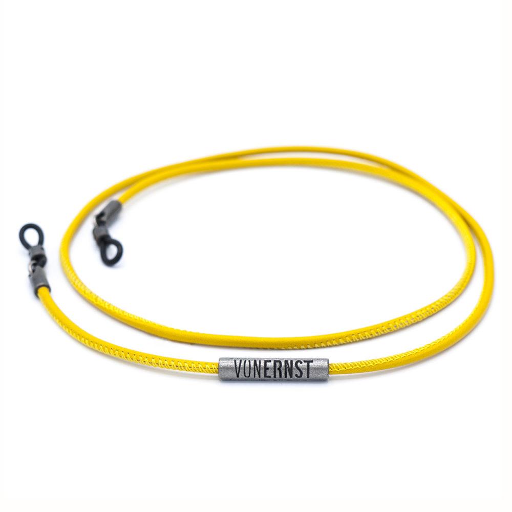 VONERNST Leder Brillenband Zitronengelb Detail Label